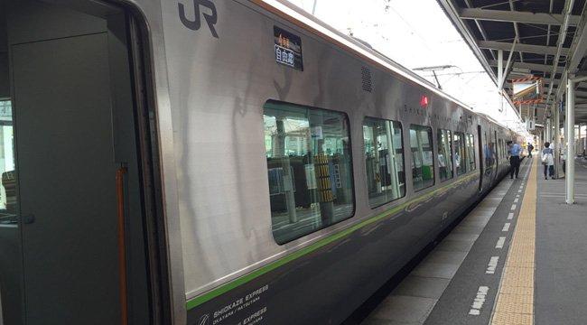 8600系特急(JR松山駅にて撮影)